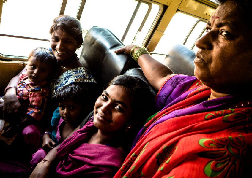 In autobus attraverso lo stato del Maharashtra (2015)